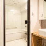 浴室用ドアの種類とメリット・デメリット!快適なバスタイムを過ごすためには大切な要素!